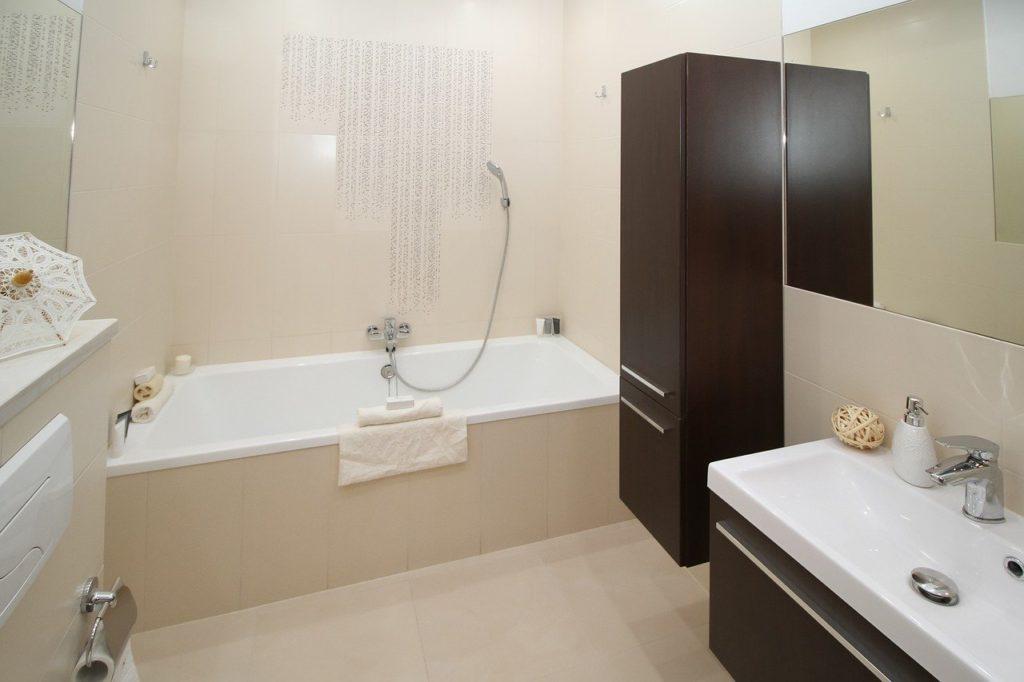 bathroom-2094735_1280